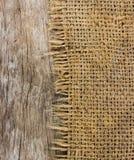 Material áspero do saco e textura de madeira Foto de Stock