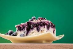 material: blåbär gräddfil, socker, två ägg Arkivbilder