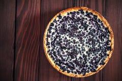 material: blåbär gräddfil, socker, två ägg Arkivbild
