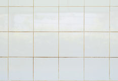 Material brillante de la loza de barro del mosaico de la teja blanca en el cuarto de baño Foto de archivo