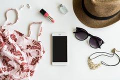 Material, composição, telefone celular e acessórios da mulher com espaço da cópia Fotos de Stock Royalty Free