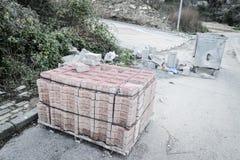 Material da reabilitação urbana no passeio Fotos de Stock Royalty Free
