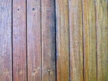 Material da textura de madeira marrom vertical Fotografia de Stock