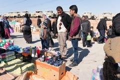 Material de compra dos povos do mercado em Iraque Foto de Stock Royalty Free
