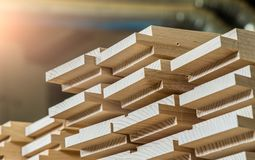 Material de construção de madeira da madeira para o fundo e a textura detalha o ponto de madeira da produção produtos de madeira  foto de stock
