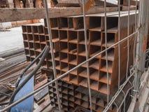 Material de construção a maintan as ruas de alguma cidade fotos de stock