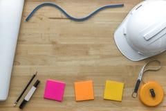Material do arquiteto Planos arquitetónicos e medida, hardha branco Imagens de Stock