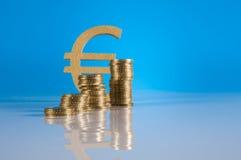 Material do negócio com moedas de ouro Imagem de Stock