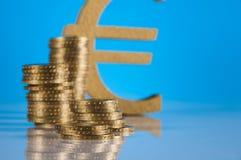 Material do negócio com moedas de ouro Fotos de Stock Royalty Free