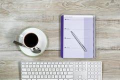 Material do negócio no Desktop de madeira branco Fotos de Stock