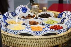 Material för att laga mat sorten av thailändsk sweetmeat Khanom Buang fotografering för bildbyråer
