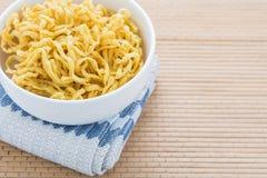 Material para la comida, blanco suburbano de Fried Noodles Raw de la fibra Imagenes de archivo