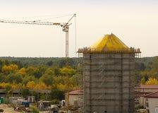 Material till byggnadsställning för konstruktion för vattentorn Arkivbilder