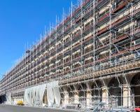 Material till byggnadsställning i Paris Arkivfoto