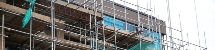Material till byggnadsställning på en renoveringplats Plats under konstruktion fotografering för bildbyråer