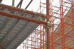 Material till byggnadsställningrörklämma och delar, en viktig del av byggnadsstyrka till ställningen Arkivbilder