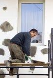 material till byggnadsställningworking Arkivfoto