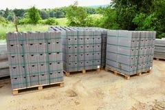 Materiale da costruzione sul sito Fondo per industria e costruzione fotografia stock libera da diritti