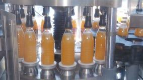 Materiale da otturazione delle bottiglie di plastica con i prodotti archivi video