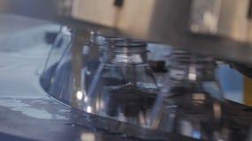 Materiale da otturazione delle bottiglie di plastica con i prodotti video d archivio