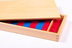 Materiale di apprendimento di Montessori in una scatola Immagini Stock Libere da Diritti