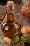 Materiale di riempimento di Olive Oil il vostro gusto squisito dei piatti Immagine Stock