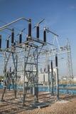 Materiale elettrico, parte della sottostazione ad alta tensione con switc Immagini Stock Libere da Diritti