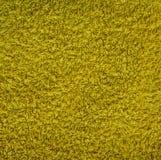 Materiale giallo con i fili sciolti, struttura astratta del tappeto del fondo fotografia stock libera da diritti