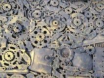 Materiale illustrativo del metallo dell'artigianato dai pezzi di ricambio usati I residui parte, ingranaggi del metallo, automobi Fotografie Stock
