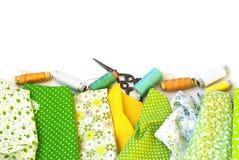Materialen het dichtbije naaien op wit Stock Fotografie