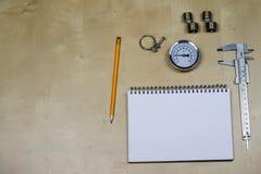Materialen, toebehoren en vervangstukken voor hydraulica Nota's en m stock afbeelding