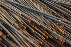 Materiales de construcción de acero torcidos Imagen de archivo libre de regalías