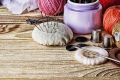Materiales para coser una amplia gama Imágenes de archivo libres de regalías