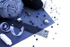Materiales para la costura en color gris Fotografía de archivo libre de regalías