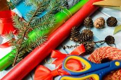 Materiales para la decoración hecha a mano de la Navidad Imagen de archivo libre de regalías