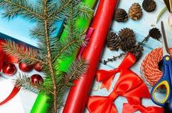 Materiales para la decoración hecha a mano de la Navidad Fotos de archivo libres de regalías
