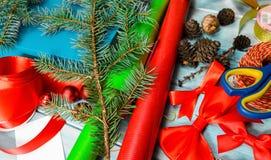 Materiales para la decoración hecha a mano de la Navidad Foto de archivo libre de regalías