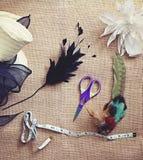 Materiales y herramientas Deconstructed de la sombrerería Imágenes de archivo libres de regalías