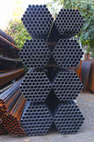 Materiali da costruzione del ferro del sito di lavoro della costruzione Immagini Stock