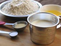 Materiali del pane del latte immagine stock