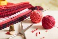 Materialien für Näharbeit. lizenzfreies stockbild