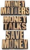 Materias del dinero en el tipo de madera Foto de archivo