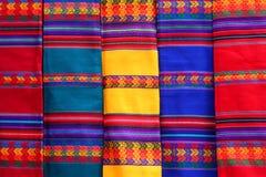 Materias textiles de Weawed en el mercado de Tarabuco Fotografía de archivo