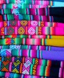 Materias textiles peruanas coloridas Fotos de archivo libres de regalías