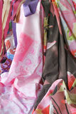 Materias textiles que fluyen Foto de archivo libre de regalías