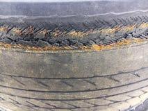 Materiel använt svart gummihjul Royaltyfri Bild