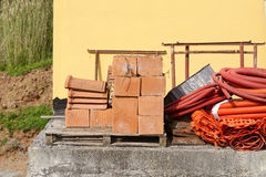 Materiel av röd tegelsten Arkivfoto