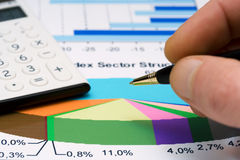 materiel för analysmarknadsrapporter Arkivbilder