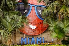 Materielfoto av herr Neon Downtown Miami FL arkivbild