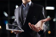 Materielhandel, diagram för dataanalys, diagram, graf på den faktiska skärmen Affärs- och teknologibegrepp Arkivbilder